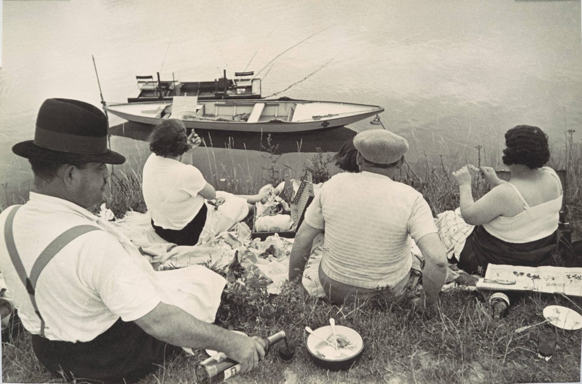 Sunday on the Banks of the Marne (Domingo a las orillas del Marne), de Henri Cartier-Bresson, 1936. Foto: Este Arte/cortesía de Photology.