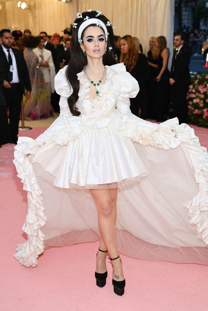C3 LILY COLLINS mirada couture met gala camp fashionbreak